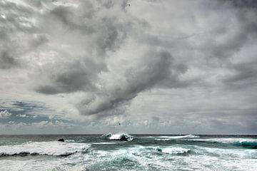 Wolkenlucht boven zee sur Harrie Muis
