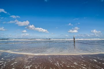 Getijde op het strand van Domburg van Marianne Rouwendal