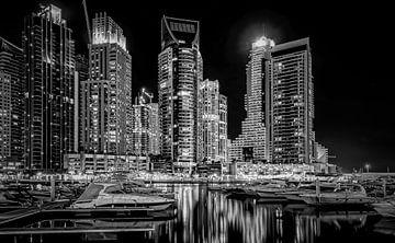 Dubai at night :-) Longexposure van Henk v Hoek