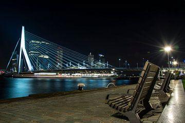 Erasmusbrug in Rotterdam bij nacht - Nacht passie van Rouzbeh Tahmassian