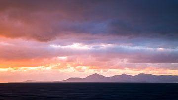 Morgendliche Bergkette  van Thomas Froemmel