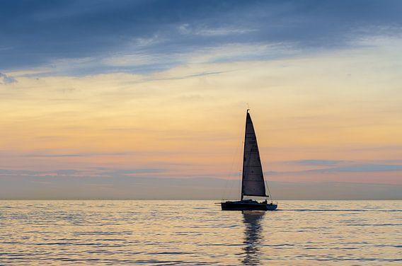Zeilboot op zee
