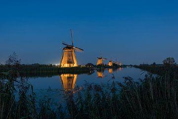 Wunderschön beleuchtete Windmühlen Kinderdijk von Moetwil en van Dijk - Fotografie