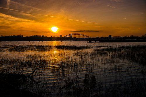 Zonsondergang over Nijmegen van