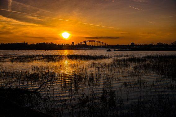 Zonsondergang over Nijmegen van Jeroen Mank