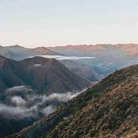 Panorama van Nieuw Zeelandse bergen vanaf Roy's Peak van mitevisuals