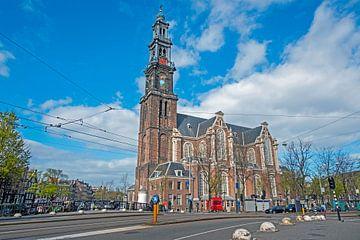 Stadtbild von Amsterdam mit der Westerkerk in den Niederlanden von Nisangha Masselink