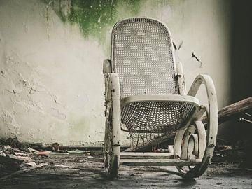 Chaise blanche cariée
