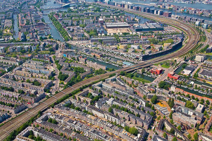 Luchtfoto Amsterdam-oost van Anton de Zeeuw