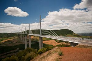Het indrukwekkende viaduct van Millau van