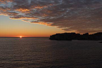 Dromerige zonsondergang in Dubrovnik van Nina Rotim