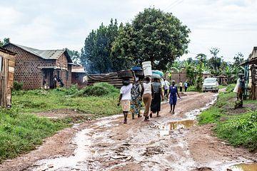 scène de rue en Ouganda sur Eric van Nieuwland