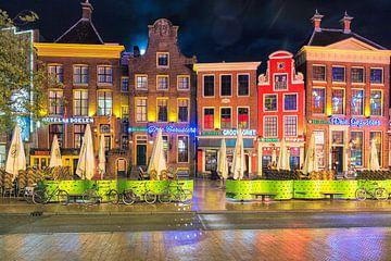 Soirée Enregistrement des cafés sur le côté sud de la Grand Place de Groningue, Pays-Bas sur Evert Jan Luchies