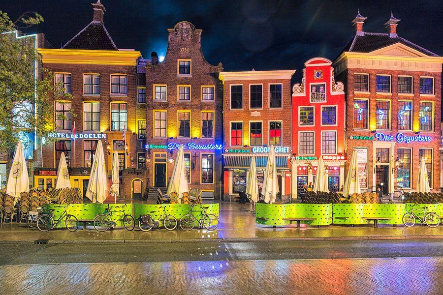Grote Markt Groningen op een regenachtige avond