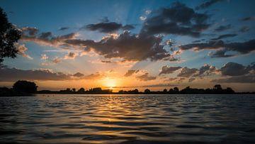 Zonsondergang Weurt 1 van Femke Straten
