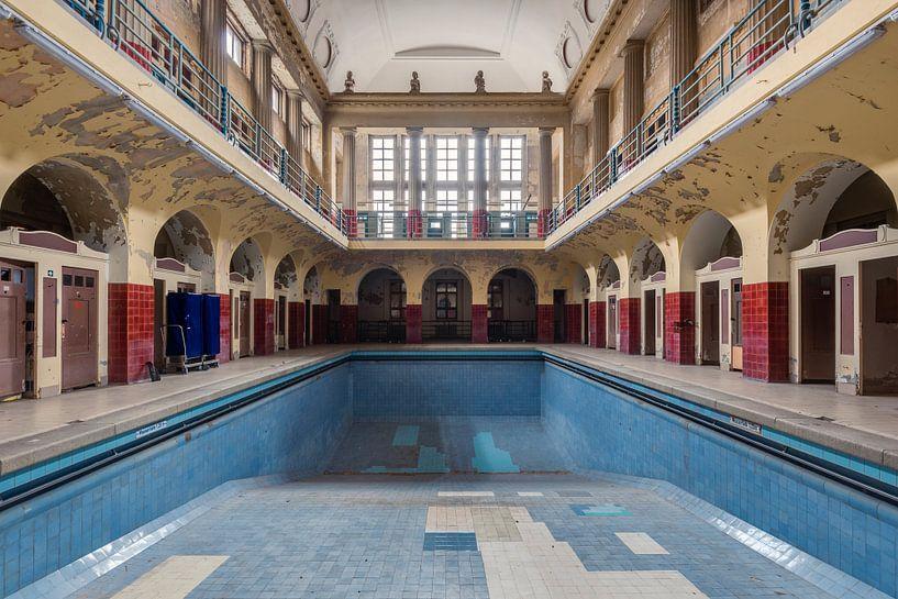 Centraal Zwembad van Perry Wiertz