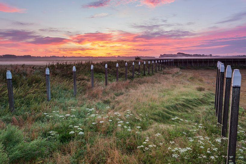 Zonsopkomst Schokland provincie Flevoland,Nederland. van Adrian Visser