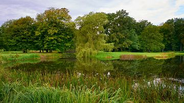 Park mit Teich am Schloss Ludwigslust von Jenco van Zalk