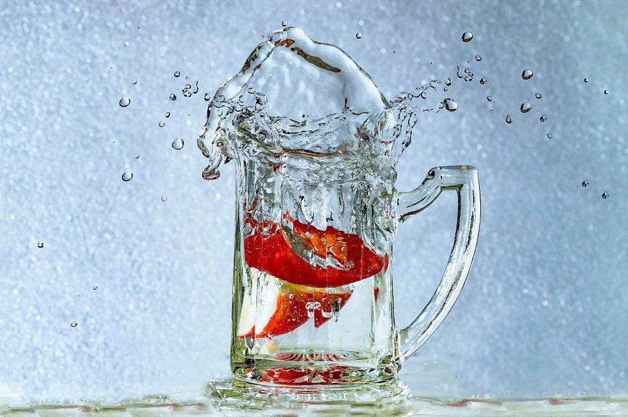 Splashing Pepper versus Strawberry    van Yvon van der Wijk