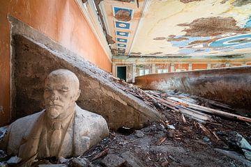 Verlassene Büste von Lenin. von Roman Robroek