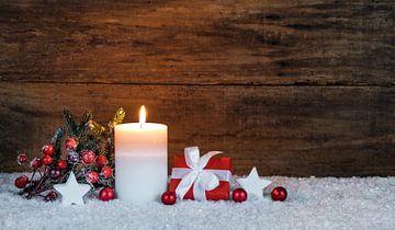 Advent en Kerstmis kaarsvlam met geschenk van Alex Winter
