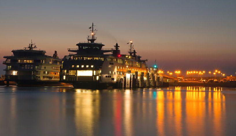 Teso haven tijdens zonsondergang . Teso harbor during sunset van Justin Sinner Pictures ( Fotograaf op Texel)