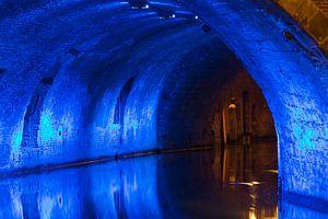 Verlichte onderdoorgang gracht Utrecht