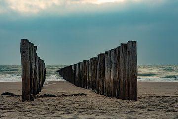 zoutelande strand met paalhoofden zeeland van anne droogsma