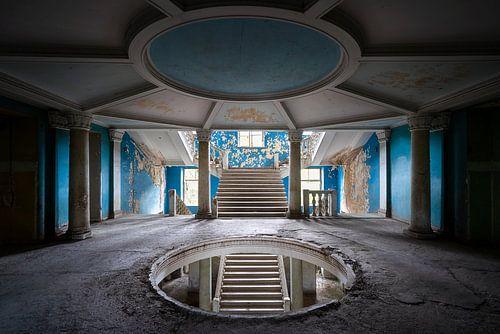Verlassenes Blaues Treppenhaus. von