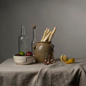 Modern stilleven met asperges, citroen en uien [vierkant] van Affect Fotografie