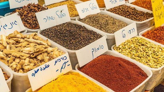 Kruiden en specerijen in bakken in Nablus