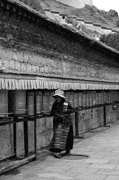 Traditionale Tibetaanse Pelgrim zwart-wit van