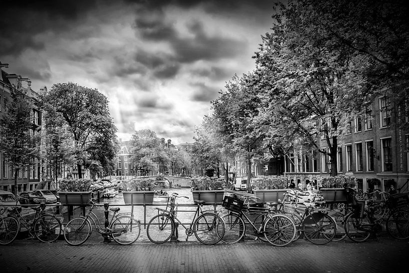 AMSTERDAM Herengracht | Typische uitzicht op de stad in zwart-wit van Melanie Viola
