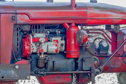 Motorblok van een oude rode tractor