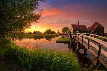 Wunderschöner Sonnenuntergang Zaanse Schans von Albert Dros