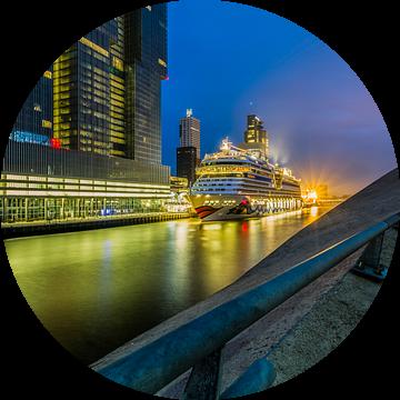 Cruiseschip Aida Mar aan de Cruise Port Rotterdam van MS Fotografie | Marc van der Stelt