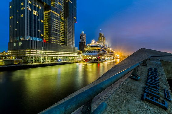 Cruiseschip Aida Mar aan de Cruise Port Rotterdam van MS Fotografie