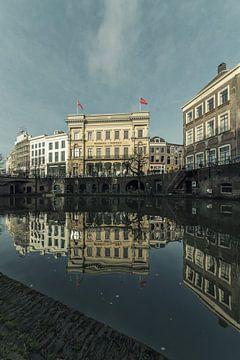 Oudegracht Utrecht met de Winkel van Sinkel en de Bloemkelder (2) van De Utrechtse Grachten