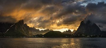 Reinevagen sunset von Wojciech Kruczynski