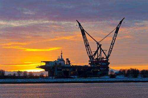 Thialf tijdens zonsondergang te Rotterdam