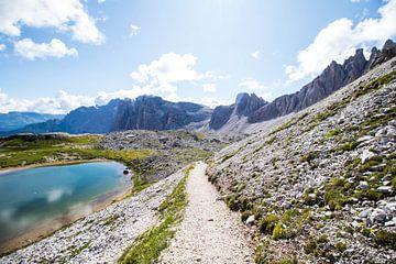 Wanderweg hoch oben in den Bergen von Joyce Schouten
