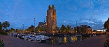 Panorama Grote Kerk Dordrecht aan de haven van