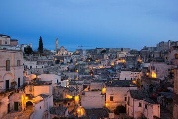 Avond in de oude stad van Matera, Italie van Marc Venema
