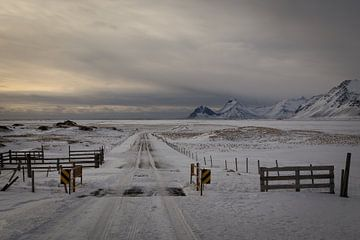 Boerderij in IJsland van Julian Buijzen