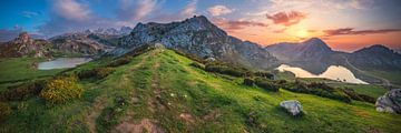 Asturias bergmeer panorama Lagos de Covadonga van Jean Claude Castor
