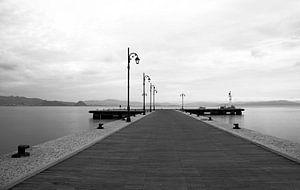 Pier van Kos stad, Griekenland, s'morgens in zwart wit