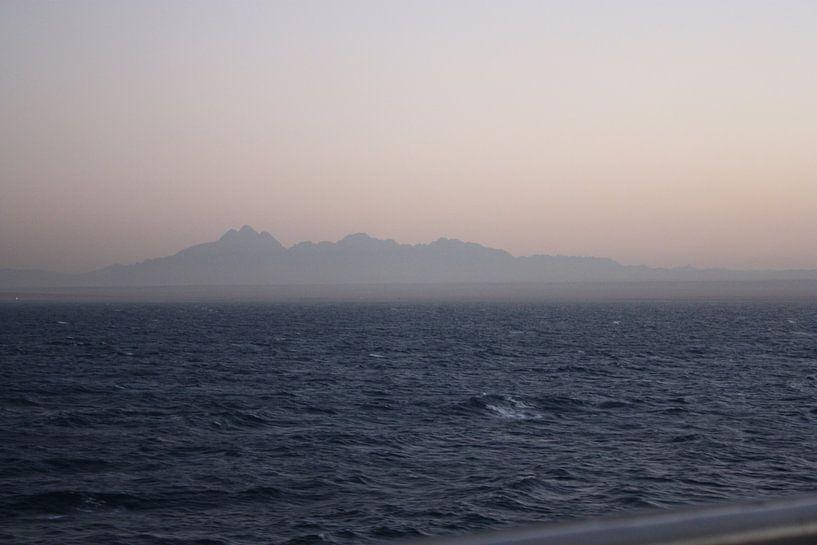Zandstorm afrika vanaf zee van Gilian Fijen