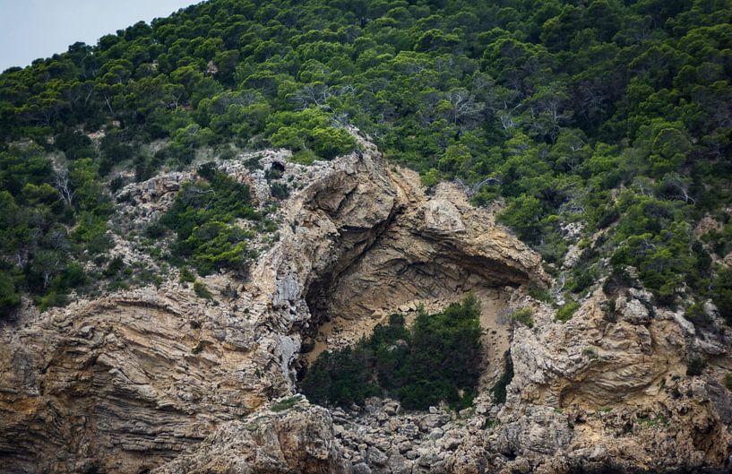 grotten op ibiza van Peter v Mierlo