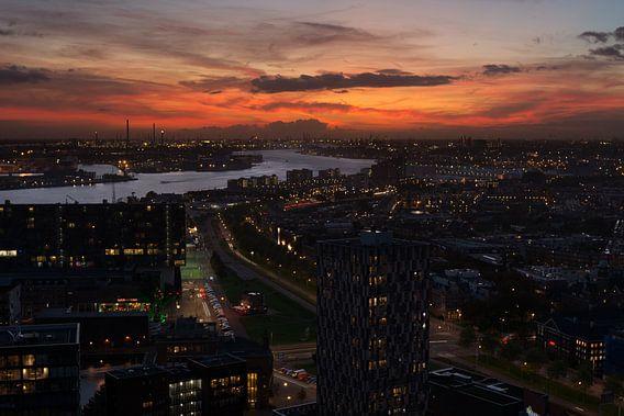 Rotterdamse haven na zonsondergang