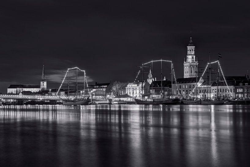 Stadsfront Kampen in zwart wit van Fotografie Ronald